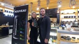 Marie-Ève Parenteau et Dany Lefebvre de la Maison d'Herbes présentant les nouvelles canettes de Kombuchanv