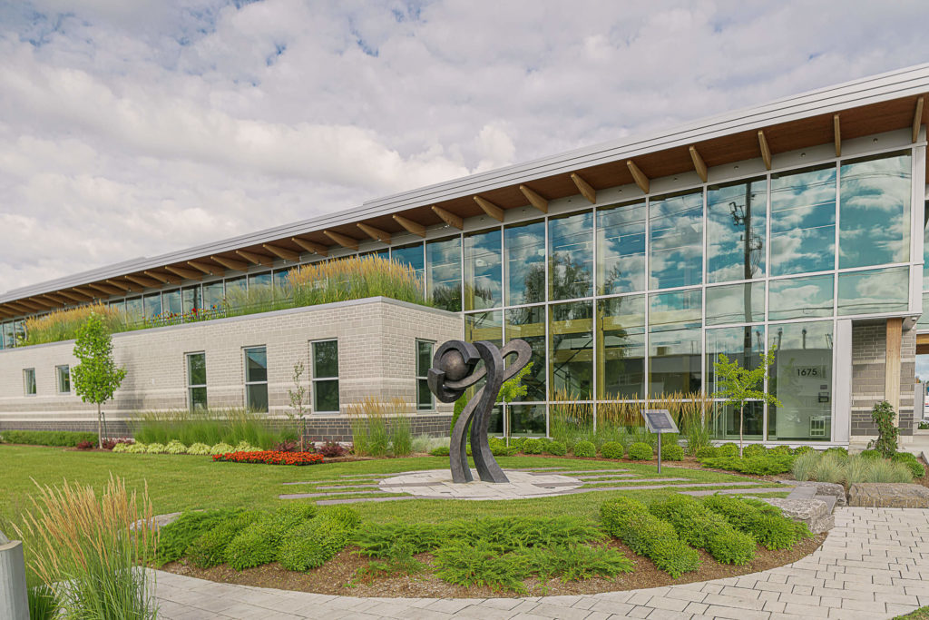 Ladouceur 1er prix - paysage du monde des affaires pour l'aménagement de l'usine Soprema