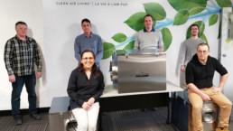 Équipe multidisciplinaire de Venmar Ventilation ULC qui a développé l'appareil à pression négative pour les hôpitaux en 2 semaines.