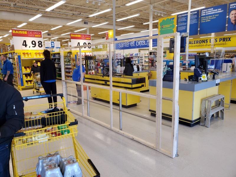 Panneau plexiglass Maxi attente caisses - installé par Ladouceurneaux plexiglass maxi attente caisse